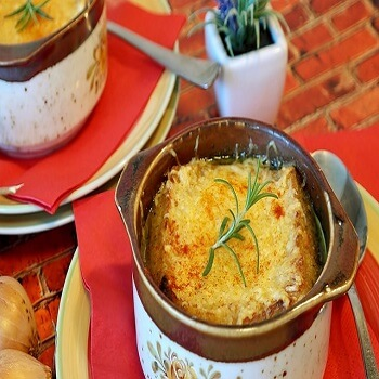 https://www.brisbanecheeseawards.com.au/wp-content/uploads/2019/05/Onion-Soup-with-Beer.jpg